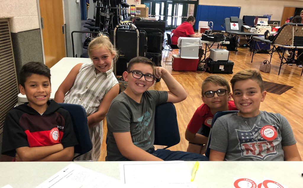 5th graders helping at the blood drive!